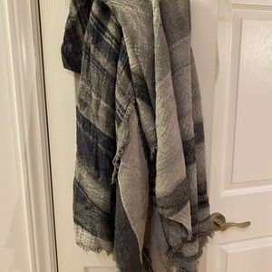 Other - Wilfred free scarf